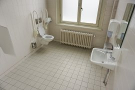 The accessible toilet in Bijlhouwerstraat 6