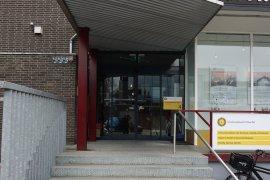 The main entrance of the Caroline Bleeker building