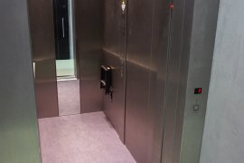 The elevator of the Jeannette Donker-Voet building