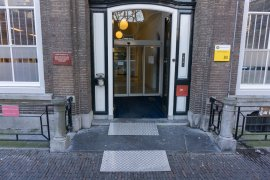 Main entrance of Kromme Nieuwegracht 80