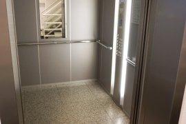 One of the elevators in Newtonlaan 201.