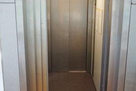 The elevator of the Sjoerd Groenman building