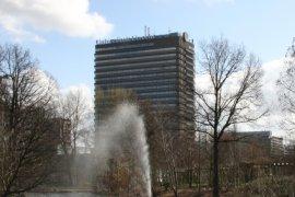 Het hoge Willem C. van Unnikgebouw.