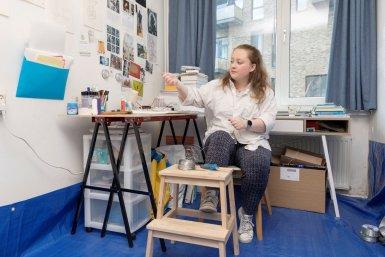 Sarah McLacken, kunstenaar Hijmans van den Berghgebouw kunstwerk