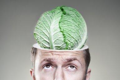 Man met eten als brein